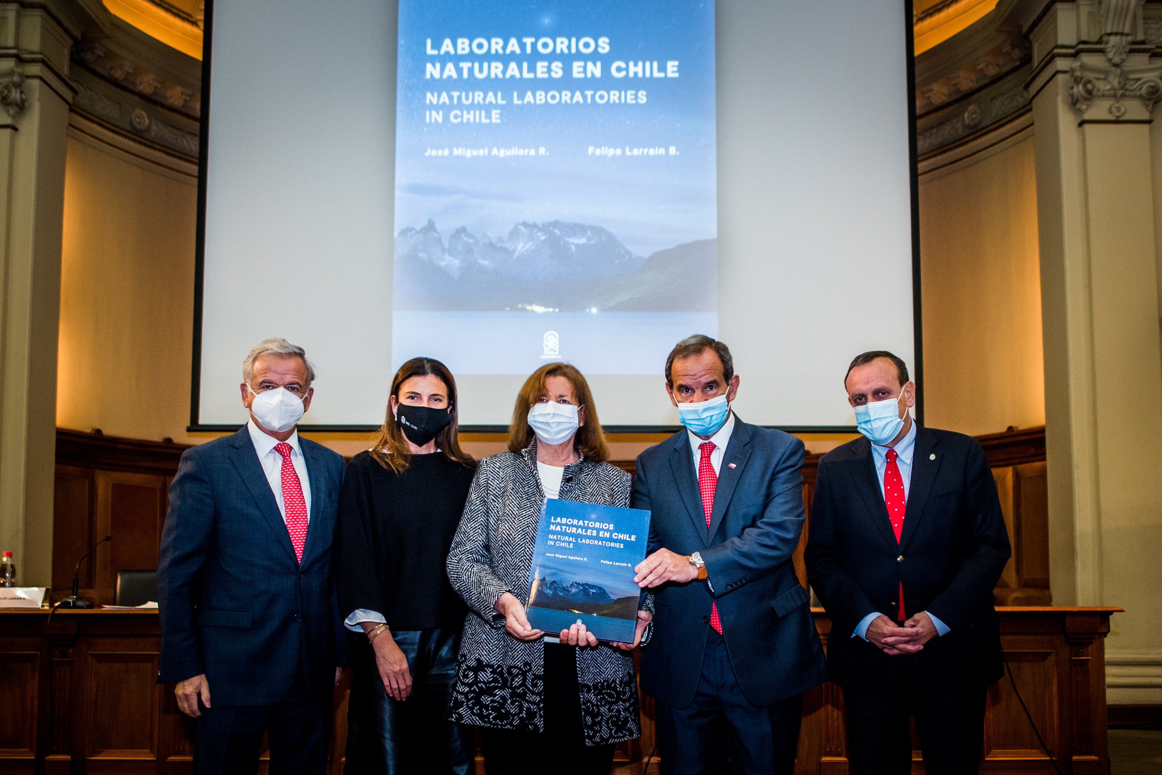 Libro plantea que Cabo de Hornos y mar nacional pueden aportar al progreso mundial